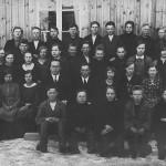 Rippikuva vuodelta 1931/32. Rovasti A. E. Laaksi, kanttori Eino Kivelä. Aarne Nieppola ylärivissä 3. oikealta
